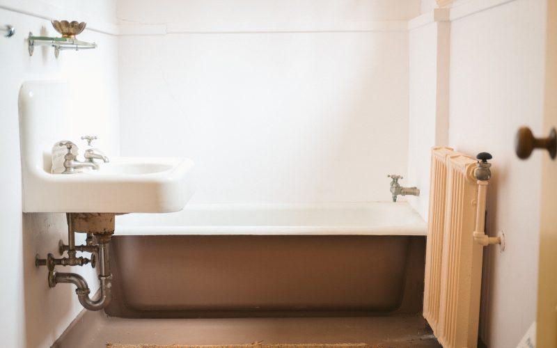Mała łazienka w bloku to duże wyzwanie. Gdzie szukać inspiracji?