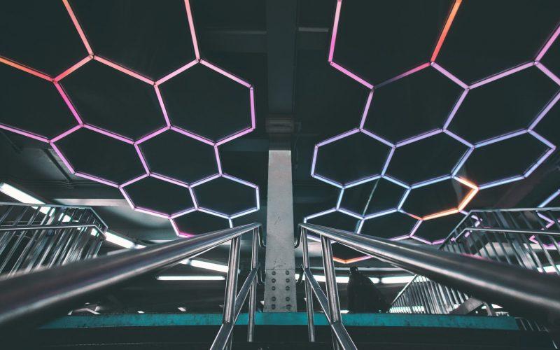 Oświetlenie domu a taśma LED - w jaki sposób kreatywnie ją wykorzystać?