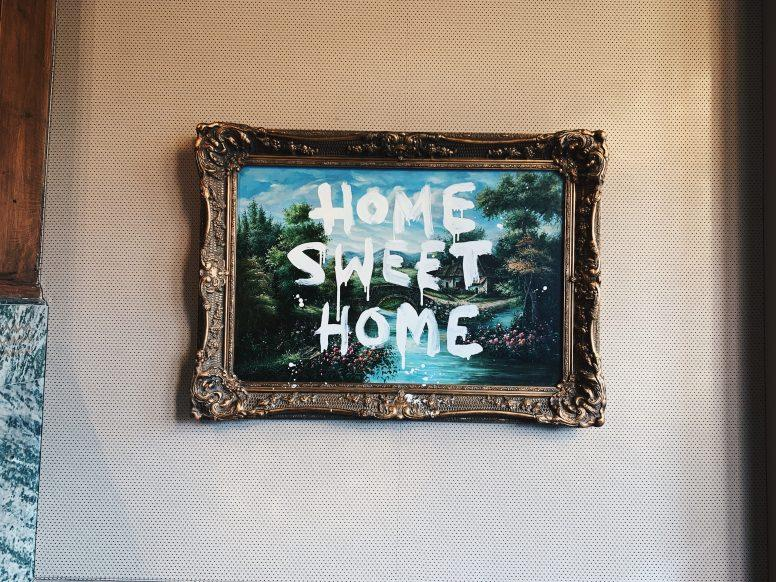 Obrazy to jeden z wielu rodzajów ozdobnych przedmiotów, które można zawiesić na ścianie