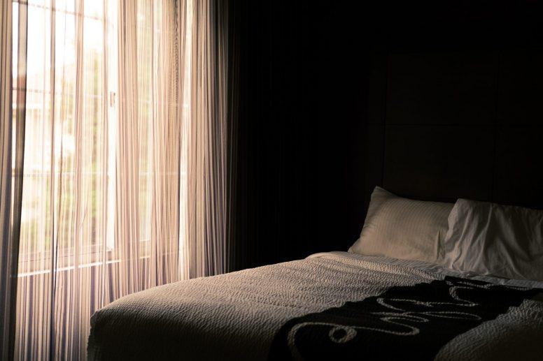 Prosta sypialnia