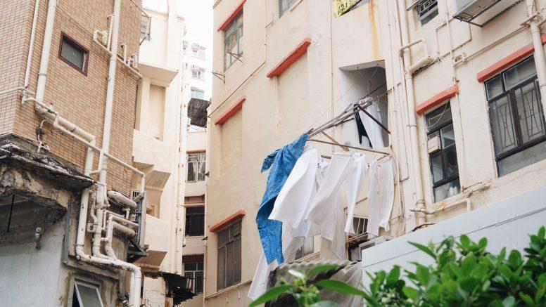 Suszenie prania na balkonie