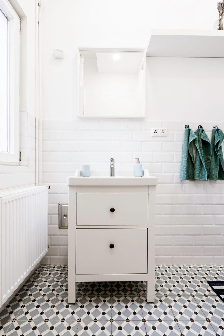 Biała szafka łazienkowa