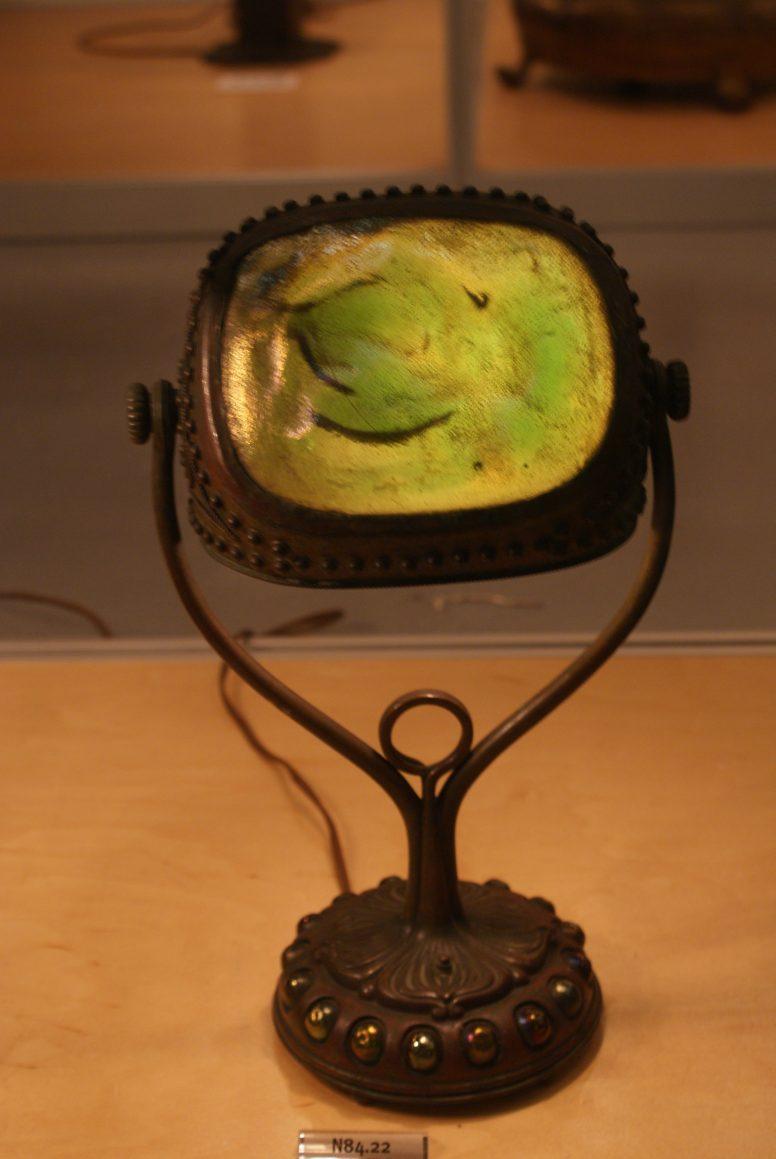Historyczna, zielona lampa biurkowa Tiffany